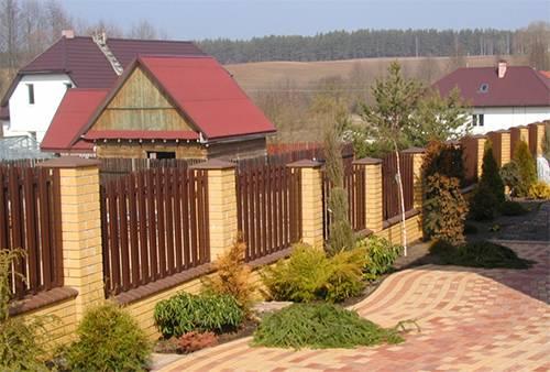 Заборы для дачи в Чехове из металлического штакетника